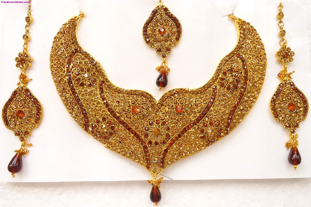 Latest Necklace Designs For The Brides 2015